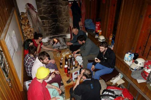 Typické večery na speleozákladně
