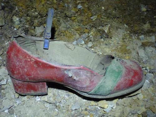Nálezy recentních artefaktů v komplexu Petzoldovo jeskyní
